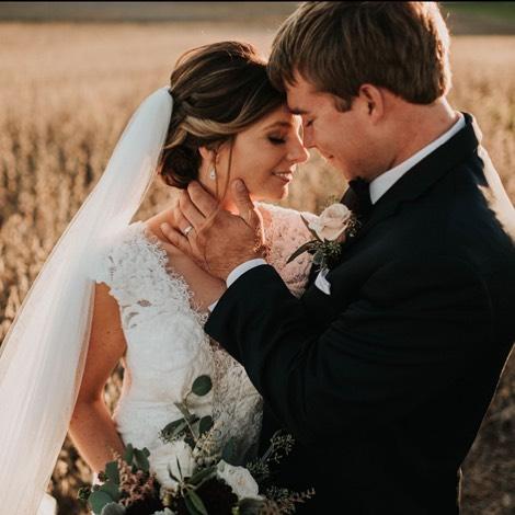 Mondays are better with you. 📷: @jgl_photography_ . . . #therubycora #modernspace #weddingphotography #tnwedding #weddingphotographer #photoshootideas #clarksvilletn #nashvilletn #bride #truelove #iloveclarksville