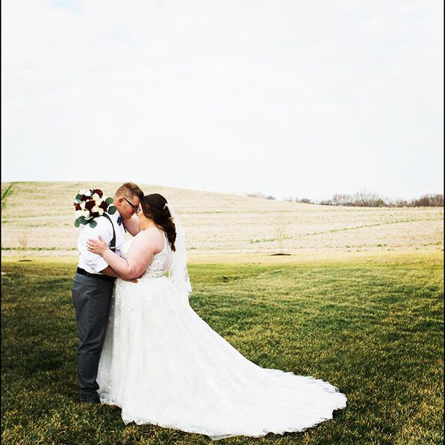 The views 😍  To book your engagement photo shoot and tour the facility, give us a shout! TheRubyCora@gmail.com . . . #clarksvilletn #nashvilletn #iloveclarksville #tnwedding #weddingphotographer #bride #groom #therubycora #amodernspace #clarksvillewedding #nashvillewedding