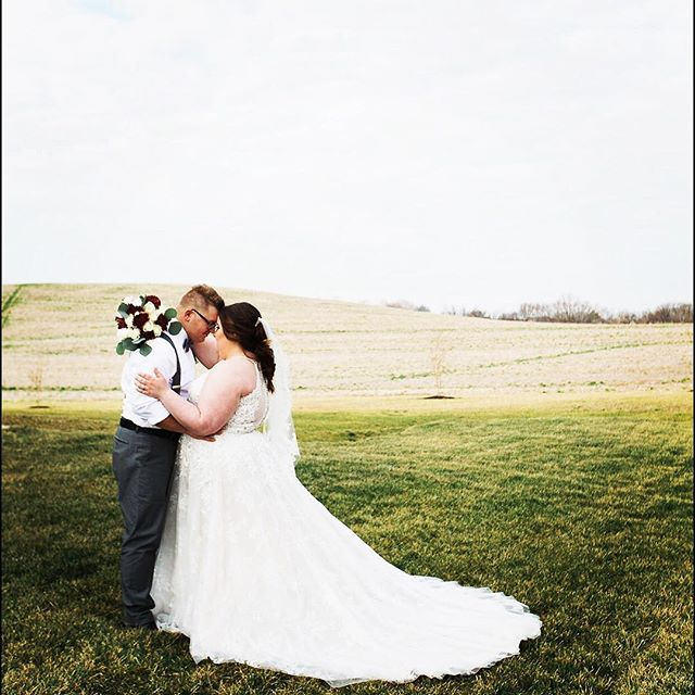 The views 😍  To book your engagement photo shoot and tour the facility, give us a shout! TheRubyCora@gmail.com 📸: @derekcoutsmarketing . . . #clarksvilletn #nashvilletn #iloveclarksville #tnwedding #weddingphotographer #bride #groom #therubycora #amodernspace #clarksvillewedding #nashvillewedding