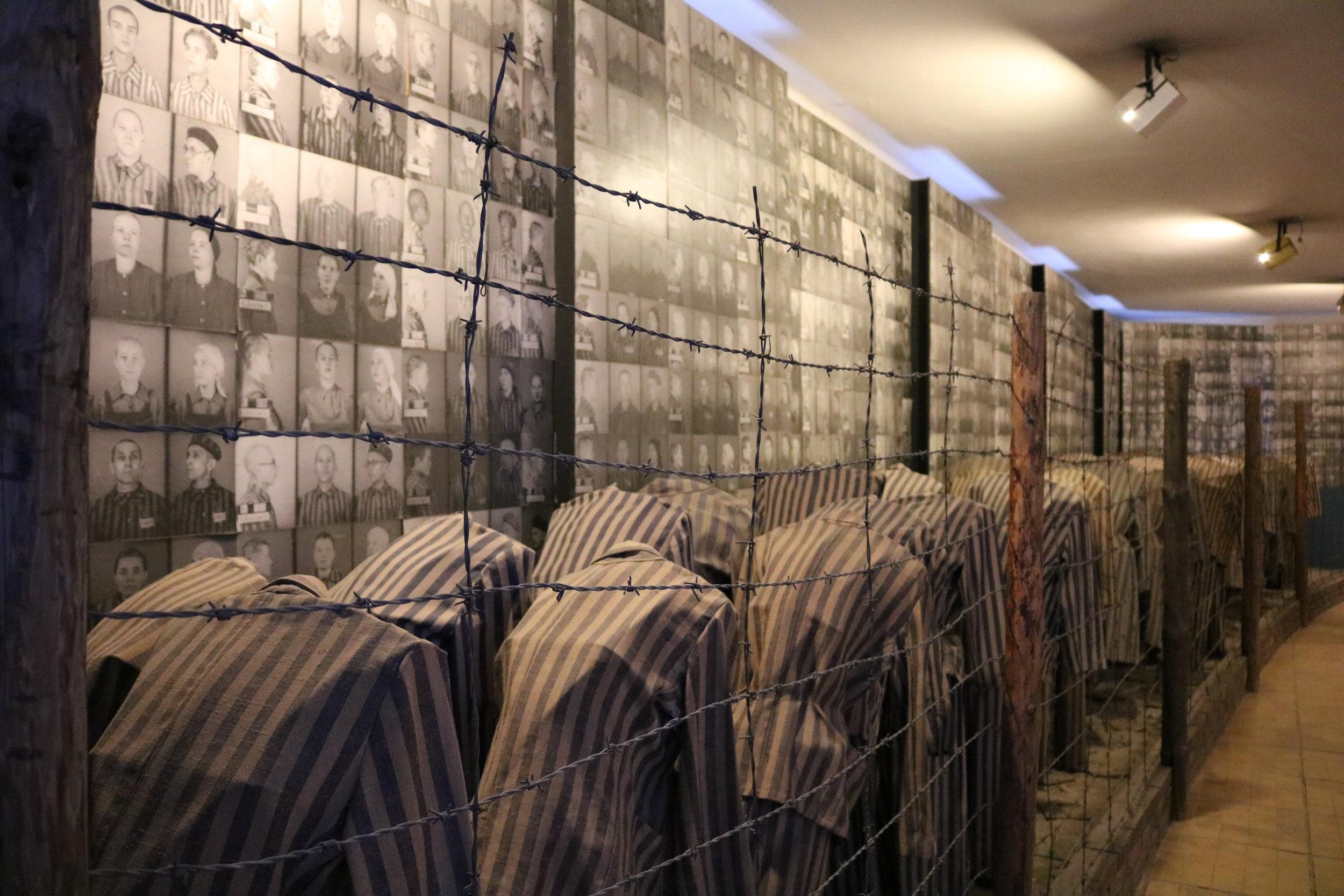 auschwitz prisoners 2.jpg