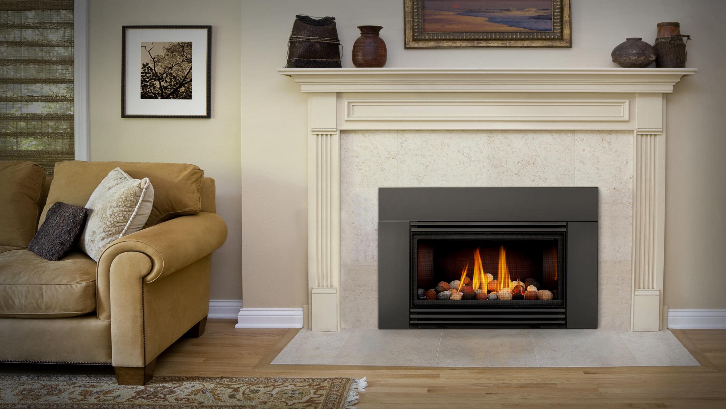 cdi30-livingroom-curved-SB-multirocks-blacklouvers-6_deluxeflashing-continental-fireplaces (1).jpg