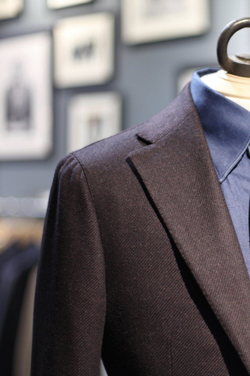 Neapolitan Shoulder - Notch Lapel