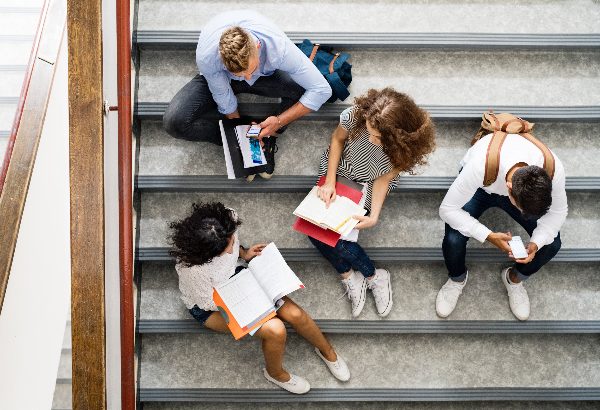 teenage-students-on-stairs-in-high-school-PCE32JX.jpg