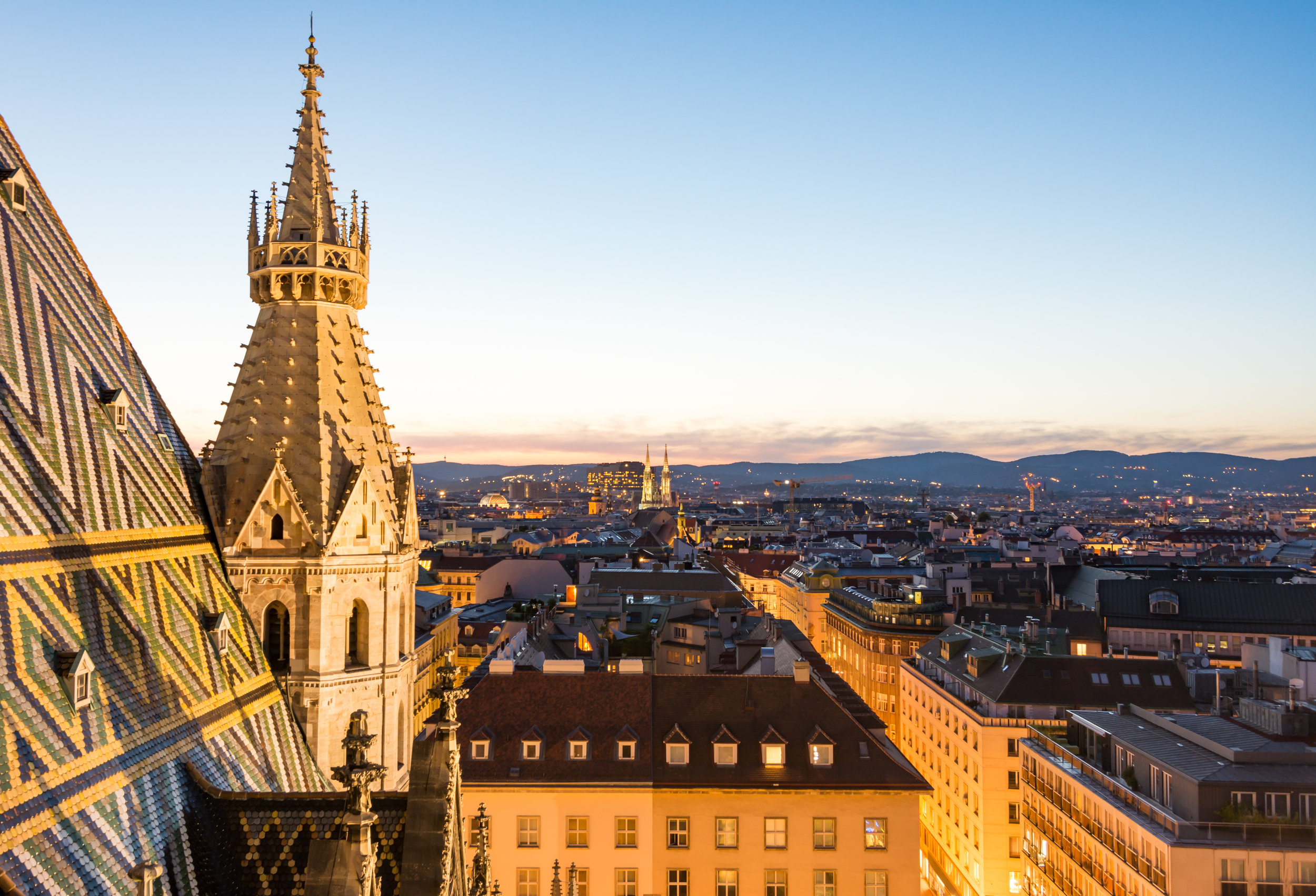 stephansdom-cathedral-and-aerial-view-over-vienna-PAAT6D6.jpg