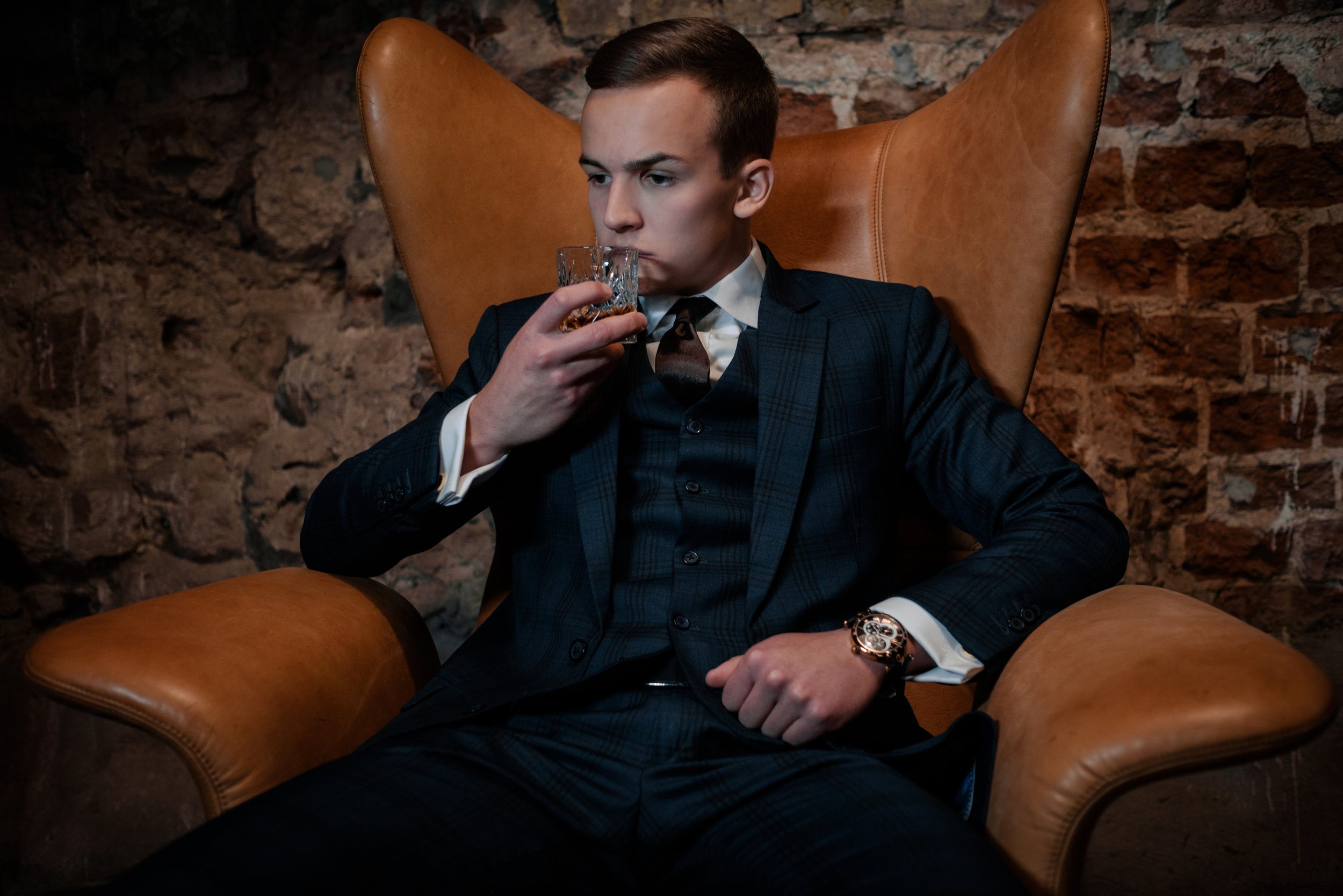 sharp-dressed-dandy-in-a-chair-PZBE2SY.jpg