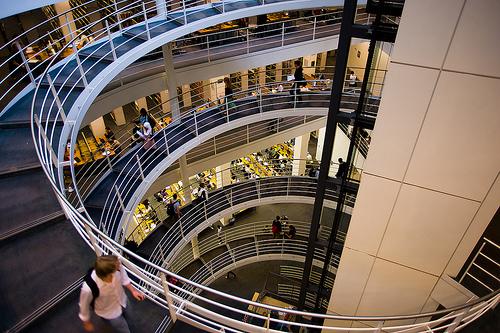 Die LSE-Bibliothek mit der berühmten großen Stiege ist einer der schönsten Ort zum Lernen.