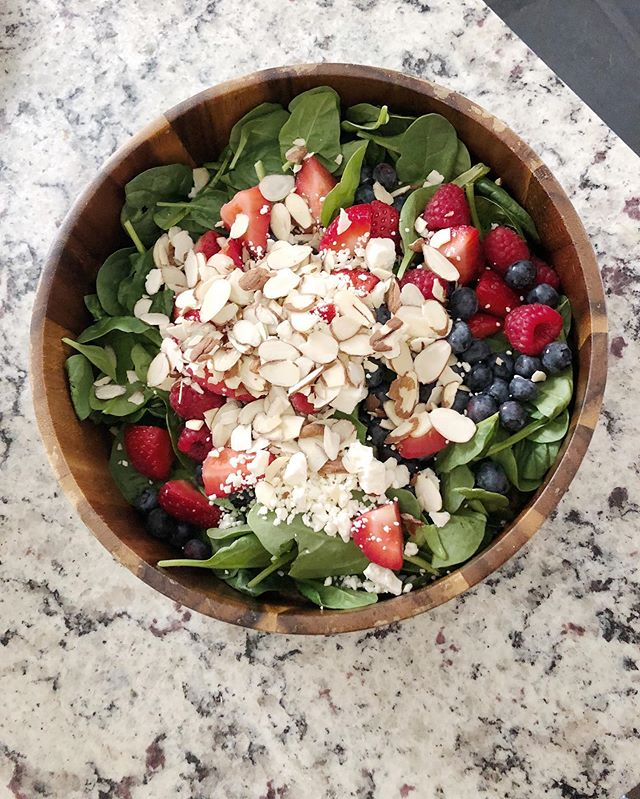 Popping into your feed to offer some salad inspo - I made this salad for the 4th of July and I haven't stopped making it since! I know a lot of people are already making the transition to fall (and I'm usually one of those people🙋🏼‍♀️), but this year I'm hanging on to every last bit of summer. So, this summa salad is on repeat.  Spinach  Strawberries Raspberries  Bloobs Feta Sliced almonds Poppyseed dressing  That's it 🤷🏼‍♀️ Enjoy!☀️