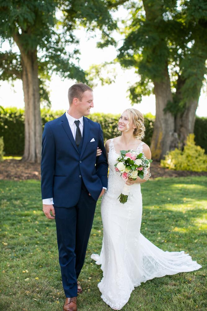 Oregon-Wedding-AtavistaFarm19_0056.jpg