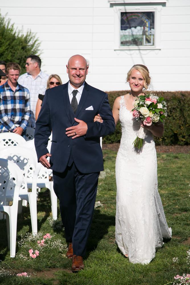Oregon-Wedding-AtavistaFarm19_0095.jpg