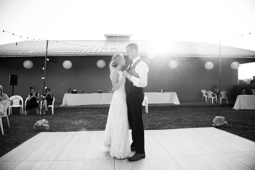 Oregon-Wedding-AtavistaFarm19_0136.jpg