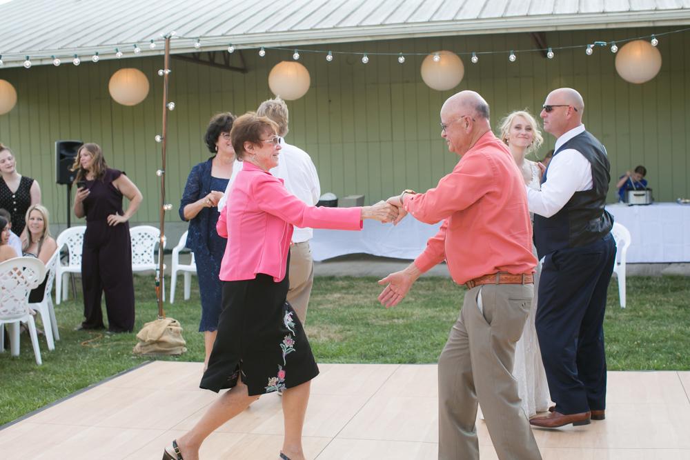 Oregon-Wedding-AtavistaFarm19_0146.jpg