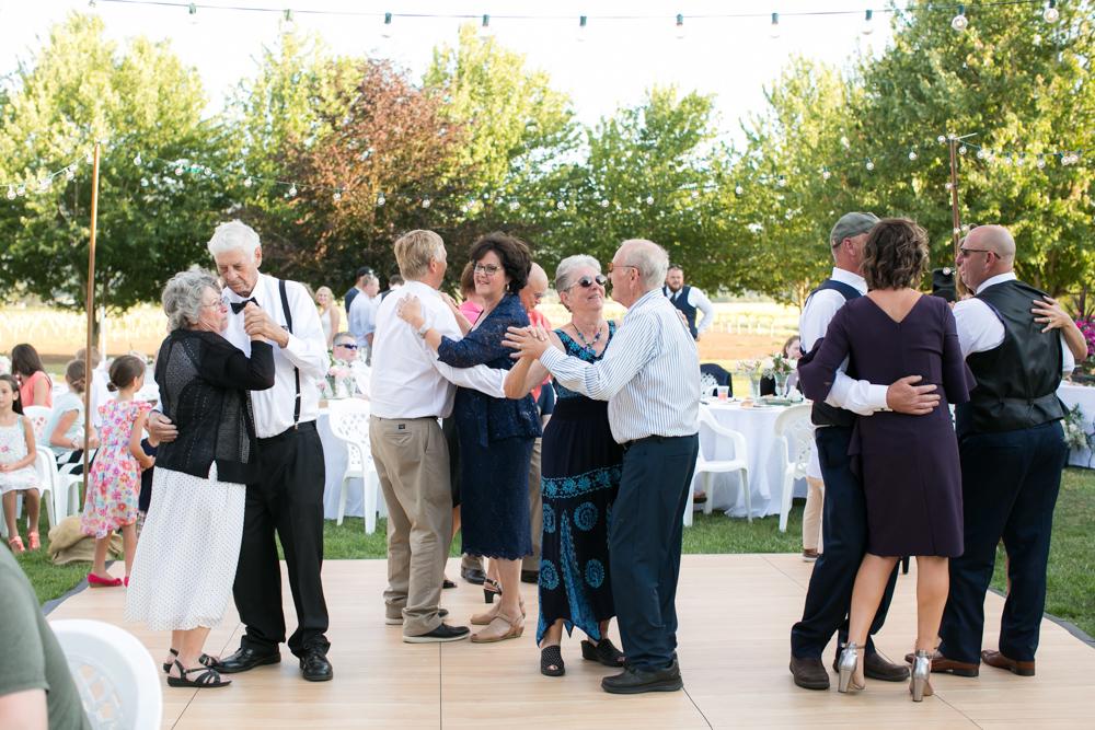 Oregon-Wedding-AtavistaFarm19_0147.jpg