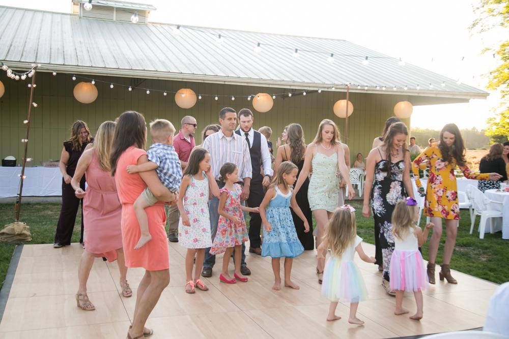 Oregon-Wedding-AtavistaFarm19_0153.jpg