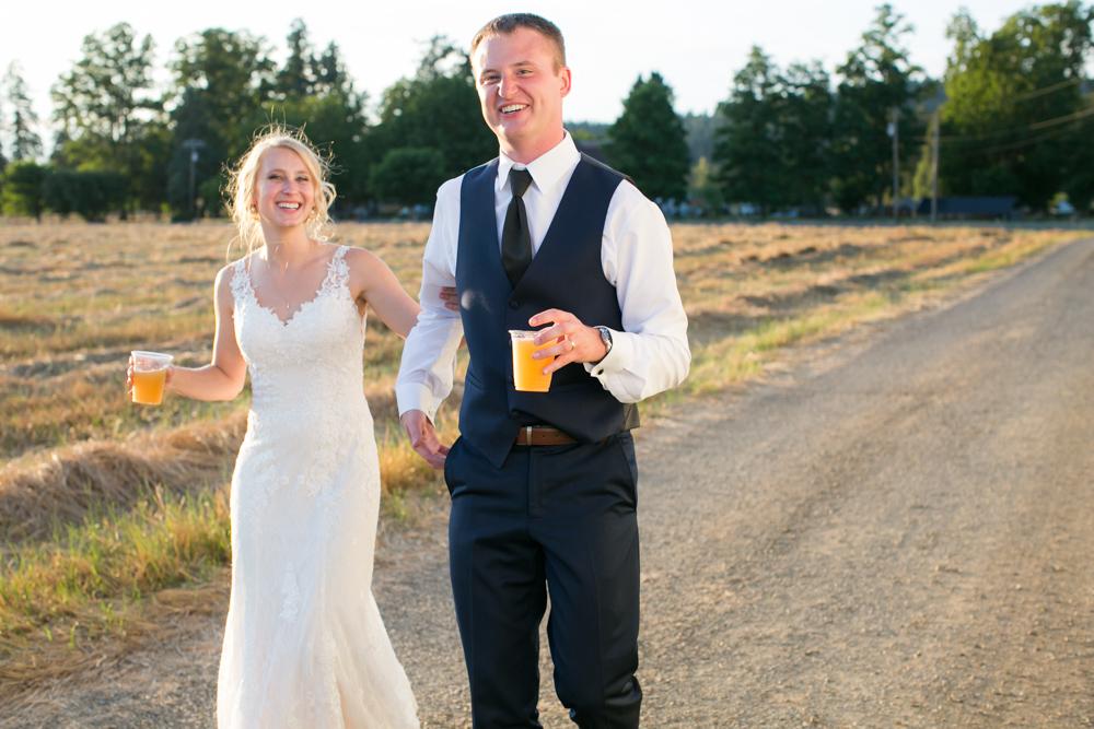 Oregon-Wedding-AtavistaFarm19_0159.jpg