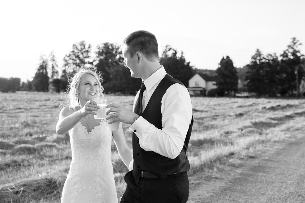 Oregon-Wedding-AtavistaFarm19_0160.jpg