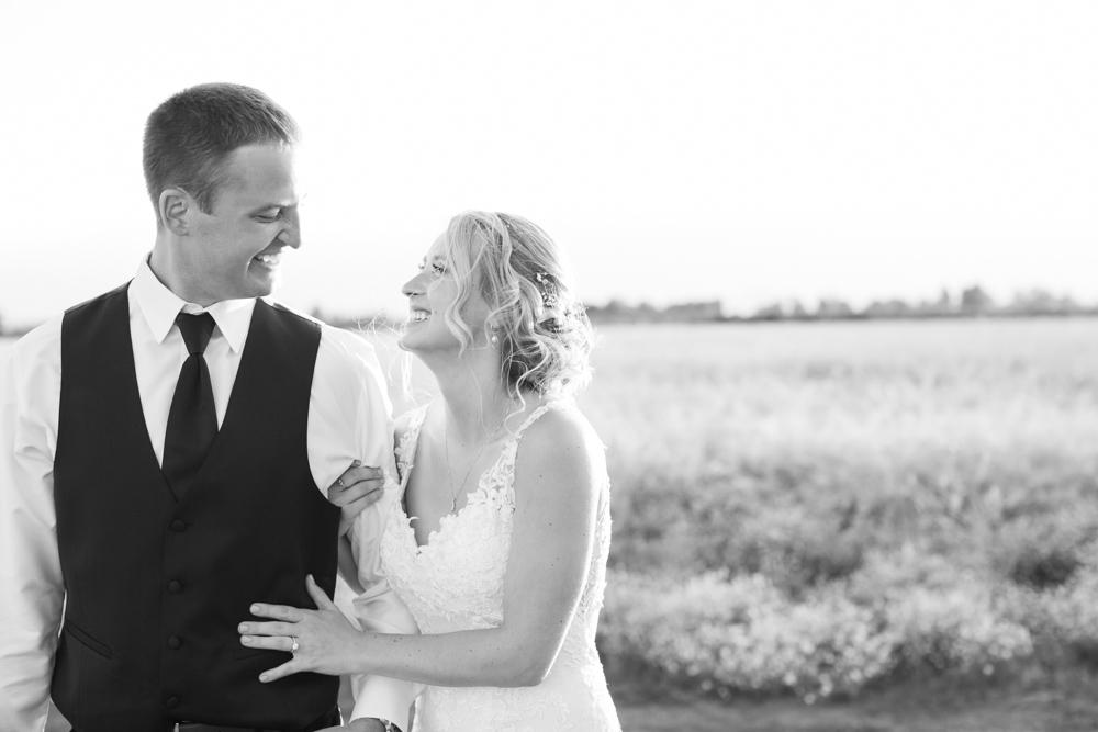 Oregon-Wedding-AtavistaFarm19_0179.jpg