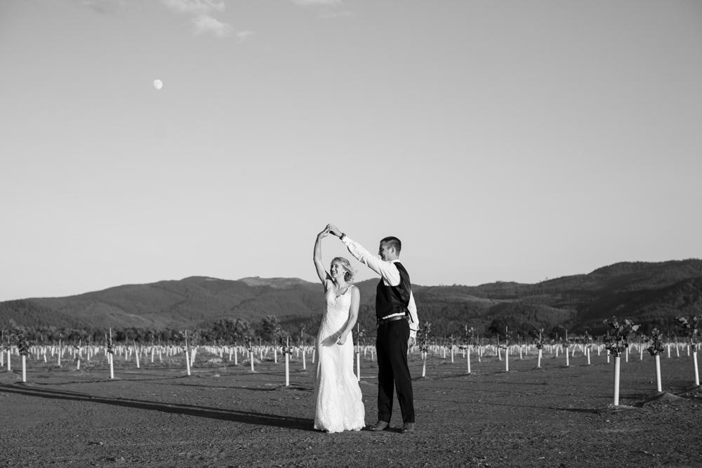 Oregon-Wedding-AtavistaFarm19_0181.jpg