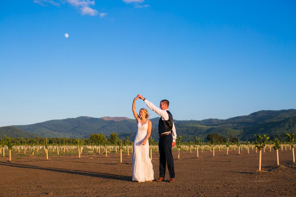 Oregon-Wedding-AtavistaFarm19_0182.jpg