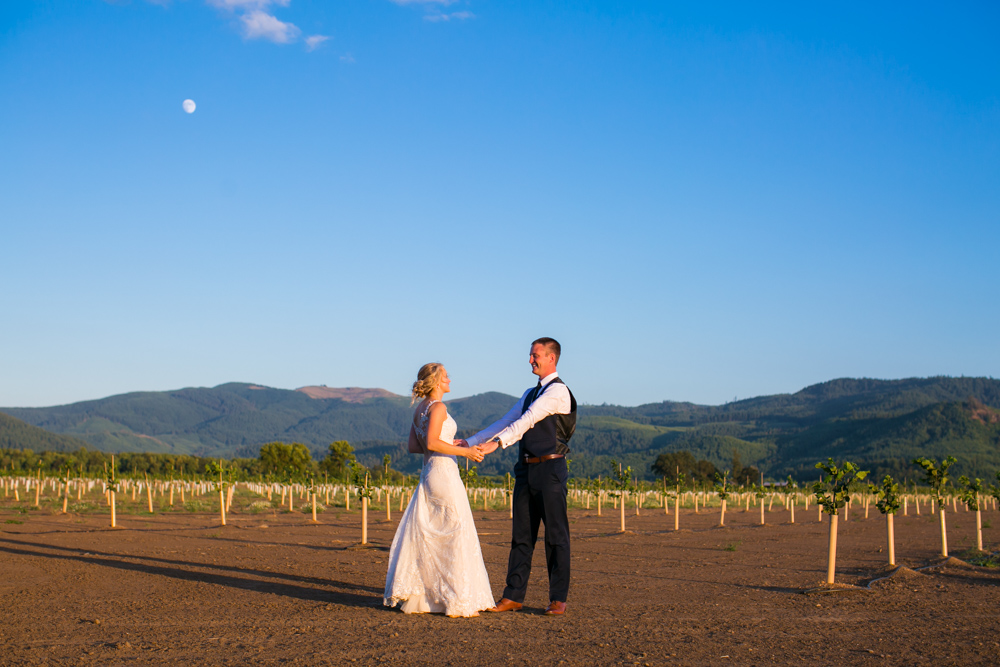 Oregon-Wedding-AtavistaFarm19_0184.jpg