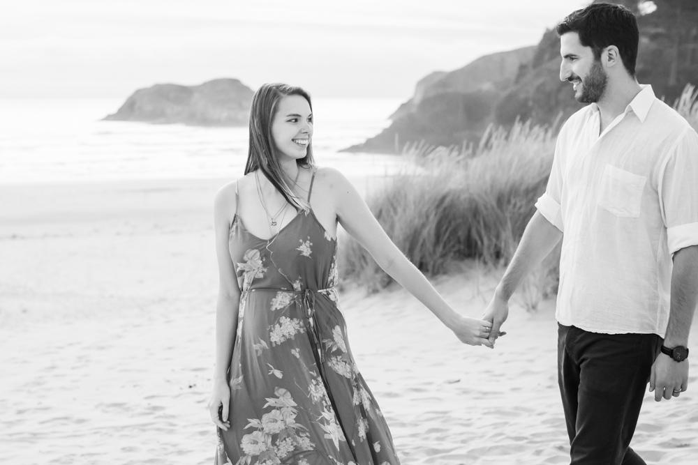 Cannon-Beach-Oregon-Engagement-DanRice_005.jpg