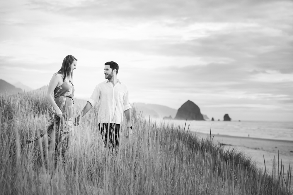 Cannon-Beach-Oregon-Engagement-DanRice_016.jpg