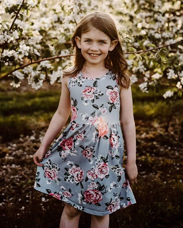 Apple blossoms are in bloom!! And I could be any happier!! Doing mini sessions next weekend! DM to book! #maine #appleblossom #mainephotography #spring #lookslikefilm #lookslikefilmkids #inspiredtolove #color #pixel_kids #wanderlust #d750 #dearphotographer #emotionalstorytelling #blogger #quietchaos #nikon #yourkidssmile #radstorytellers