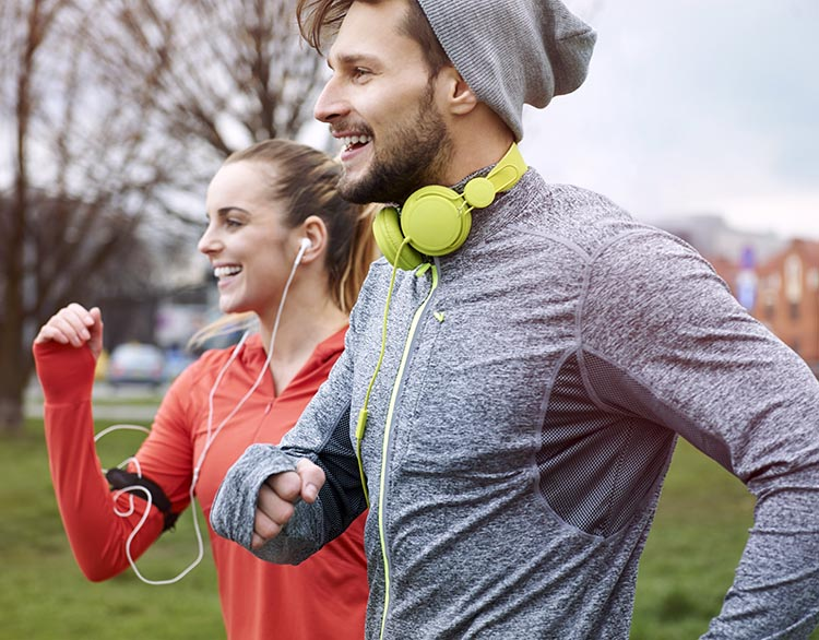 shutterstock-two-runners-with-headphones-7501.jpg