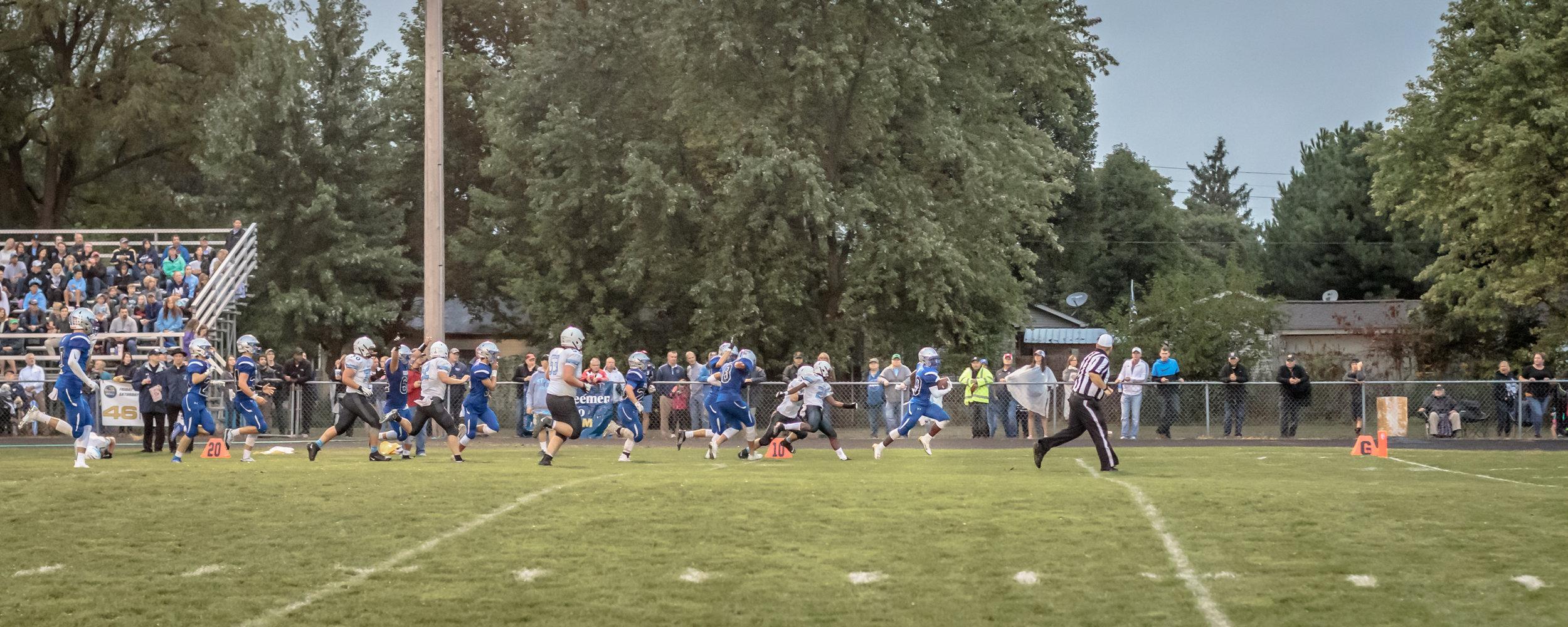 Marian-V_Football-v-StJoe-4108.jpg