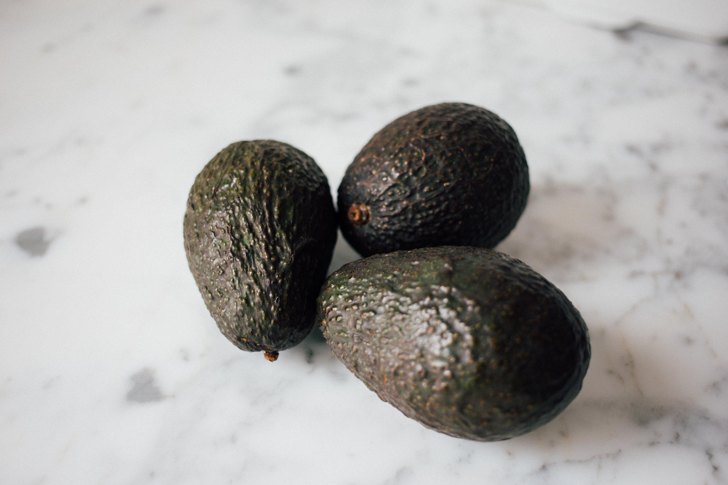 mr avocado - |Vegetarisch]Avocado / Mozzarella di Bufala DOP / Tomaten / Pinienkerne / Aceto di Modena DOP13,5€