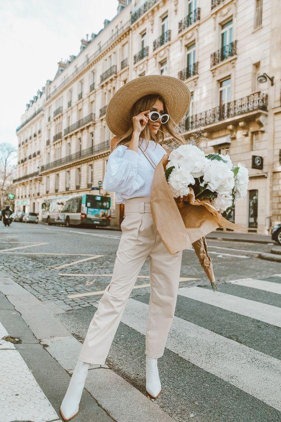 Французский стиль  Мы все восторгаемся идеальным стилем парижанок и десятилетиями пытаемся разгадать их секрет.  Этот вид шоппинга с нашим персональным консультантом позволит вам очень быстро и с легкостью преобразиться в настоящую француженку. Только самые лучшие и горячо любимые самими француженками бренды и концепт-сторы. Это именно та одежда, которую местные жительницы носят каждый день по разным поводам. Мы раскроем вам тайну французского стиля за несколько часов.