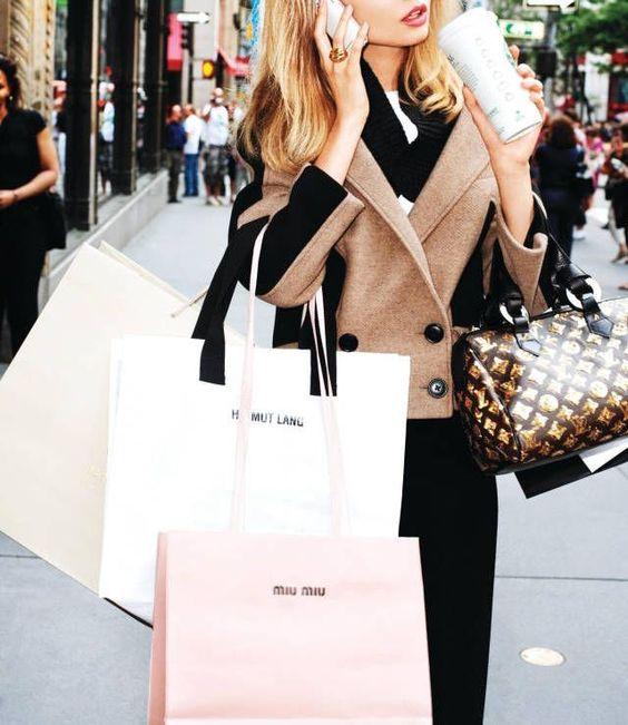 Люксовый женский шоппинг  Чаще всего мы, женщины, привозим из поездок вещи, купленные импульсивно и на эмоциях, которые потом почти не носим. Мы хотим сделать ваш парижский шоппинг не только легким и приятным, но и smart - умным, правильным и полезным. Вас ознакомят с современными модными тенденциями и подберут для вас индивидуальный образ в разнообразных бутиках класса lux и местных оригинальных магазинах. Трендовая одежда, модная обувь, интересные аксессуары, шикарное белье – все это мы сможем подобрать, исходя из ваших личных пожеланий. При этом только самые выгодные цены и предложения, что поможет вам существенно сохранить деньги, потратив их со вкусом, только на нужные вам вещи, которые прослужат вам очень долго.