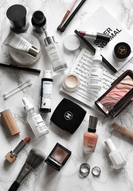 Beauty Shopping  Все мы знаем, что Франция была, есть и будет страной легендарных косметических брендов, которые уже давно раз и навсегда покорили сердца женщин во всем мире. Поэтому в Париже вас ждет множество бьюти находок, которыми вам будет полезно и невероятно приятно пополнить свою косметичку. Очень важно знать, ЧТО и ГДЕ покупать. Наш профессиональный эксперт в сфере красоты подберёт индивидуально для вас косметические средстваирасскажет преимущества того или иного продукта .Вы посетите как бутики и корнеры культовых и селективных марок, нишевых парфюмов, так и магазины органической косметики и «секретные» точки со множеством лучших французских брендов по доступным ценам.