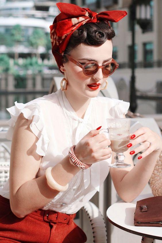 Винтажный шоппинг  Париж - это тот город, из которого хочется привезти не просто хорошую вещь, а знаковую вещь с историей и изысканным налетом времени.  Наш специалист покажет вам самые лучшие винтажные бутики в Париже класса lux, где можно найти уникальные сумки Chanel и Hermès, и других именитых брендов винтажные украшения, одежду и обувь знаменитых Домов моды.