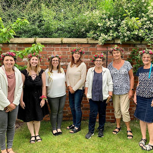 Lovely morning spent teaching these ladies how to make flower crowns whist sitting in an orchard. Such a hard life 😂. #workshop #flowerworkshop #lymm #lymmvillage #flowercrown #summer