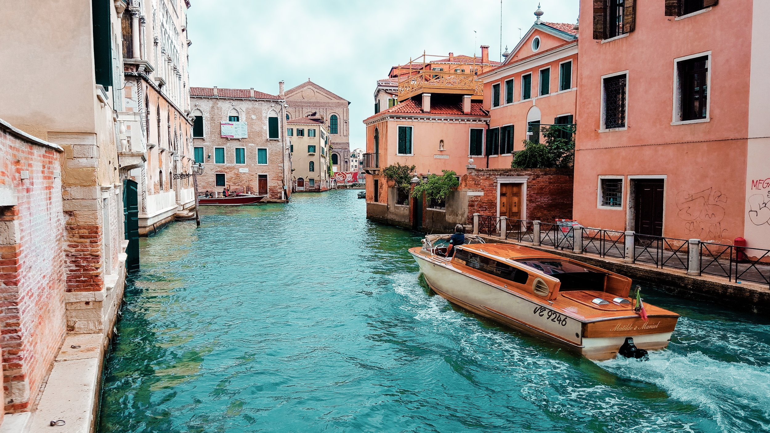 architecture-boat-buildings-208701.jpg