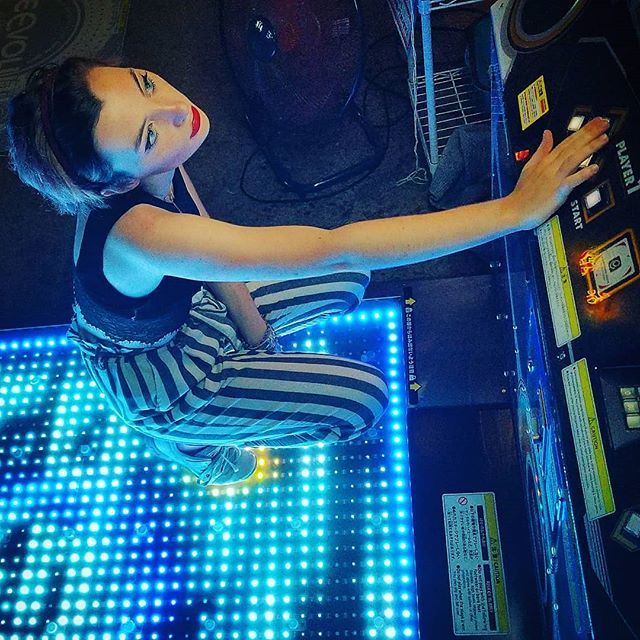 READY PLAYER ONE Thanks to @frenchyamy for being an incredible model. #tokyo #discovi #arcade #japan  #model #frenchyamy #travel #influencer