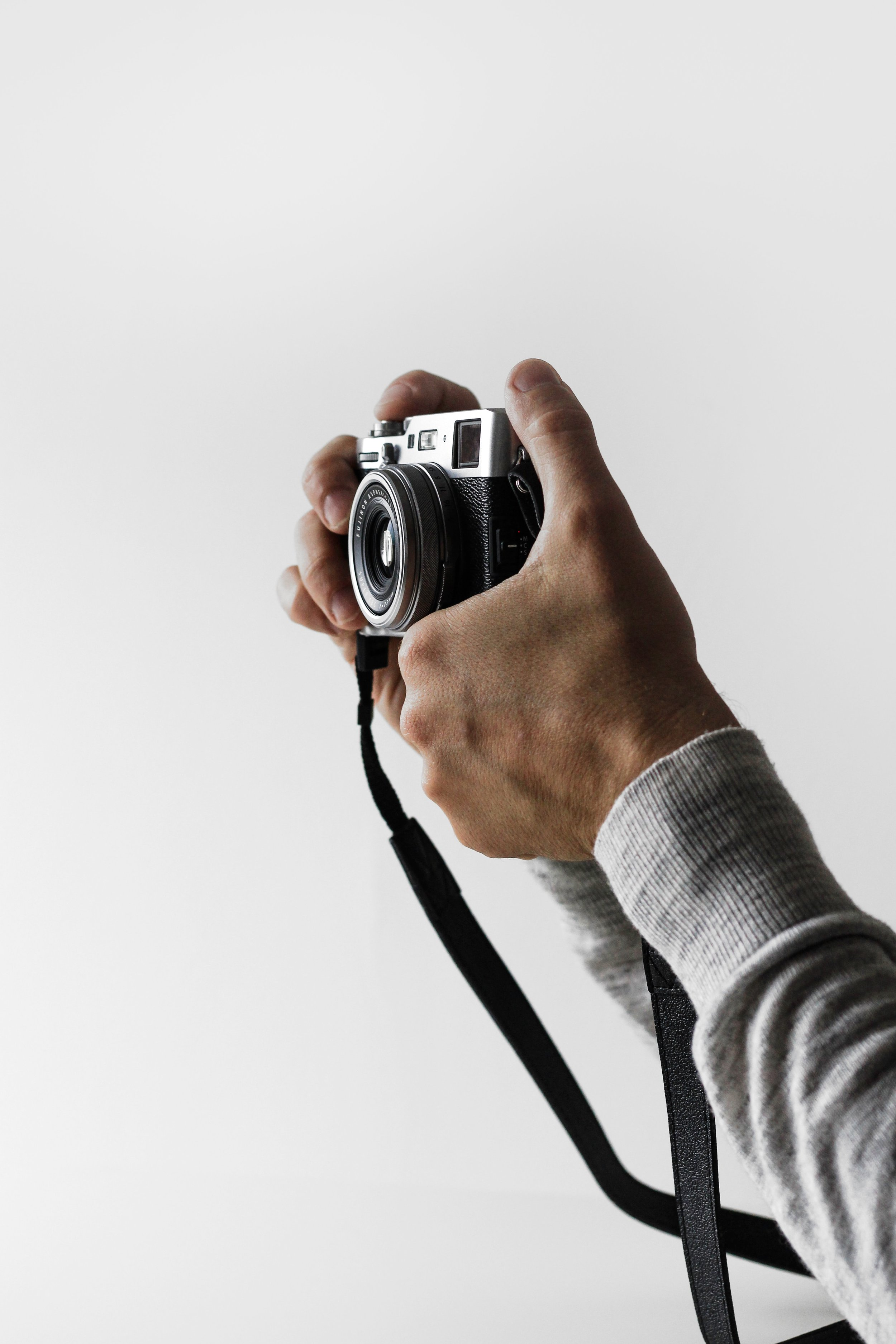 Dla kogo są nasze kursy - - DLA POCZĄTKUJĄCYCH FOTOGRAFÓW I NOWICJUSZY- OSÓB KTÓRYM ZALEŻY NA PROFESJONALIŹMIE I SOLIDNEJ WIEDZY- OSÓB PROWADZĄCYCH WŁASNY BIZNES ZWIĄZANY Z FOTOGRAFIĄ- PRACOWNIKÓW REDAKCJI, AGENCJI MARKETINGOWYCH, PR, SOCIAL MEDIA- KLINIK STOMATOLOGICZNYCH I CHIRURGII PLASTYCZNEJ- PRZYSZŁYCH ASYSTENTÓW FOTOGRAFA,STUDENTÓW I UCZNIÓW- DLA OSÓB ZAKOCHANYCH W FOTOGRAFII