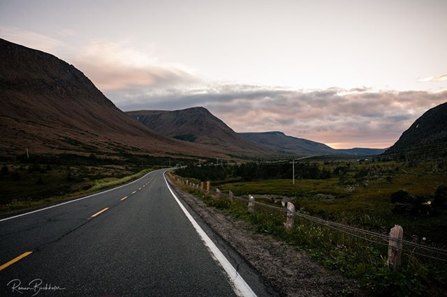 Newfoundland is one of our favourite places to visit. People are just beyond friendly and the hiking is awesome! Hoping to get back to Gros Morne National Park to do some multi day hiking soon! This is a shot I got of the Tablelands a few years back. . . . . . #GrosMorneNationalPark @spiritintheeast