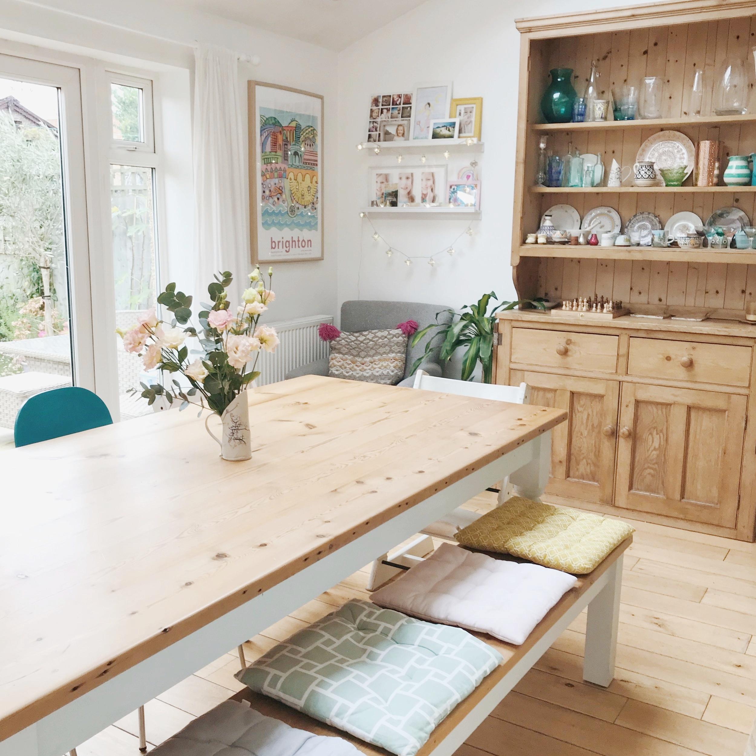 family_kitchen_seating.jpg