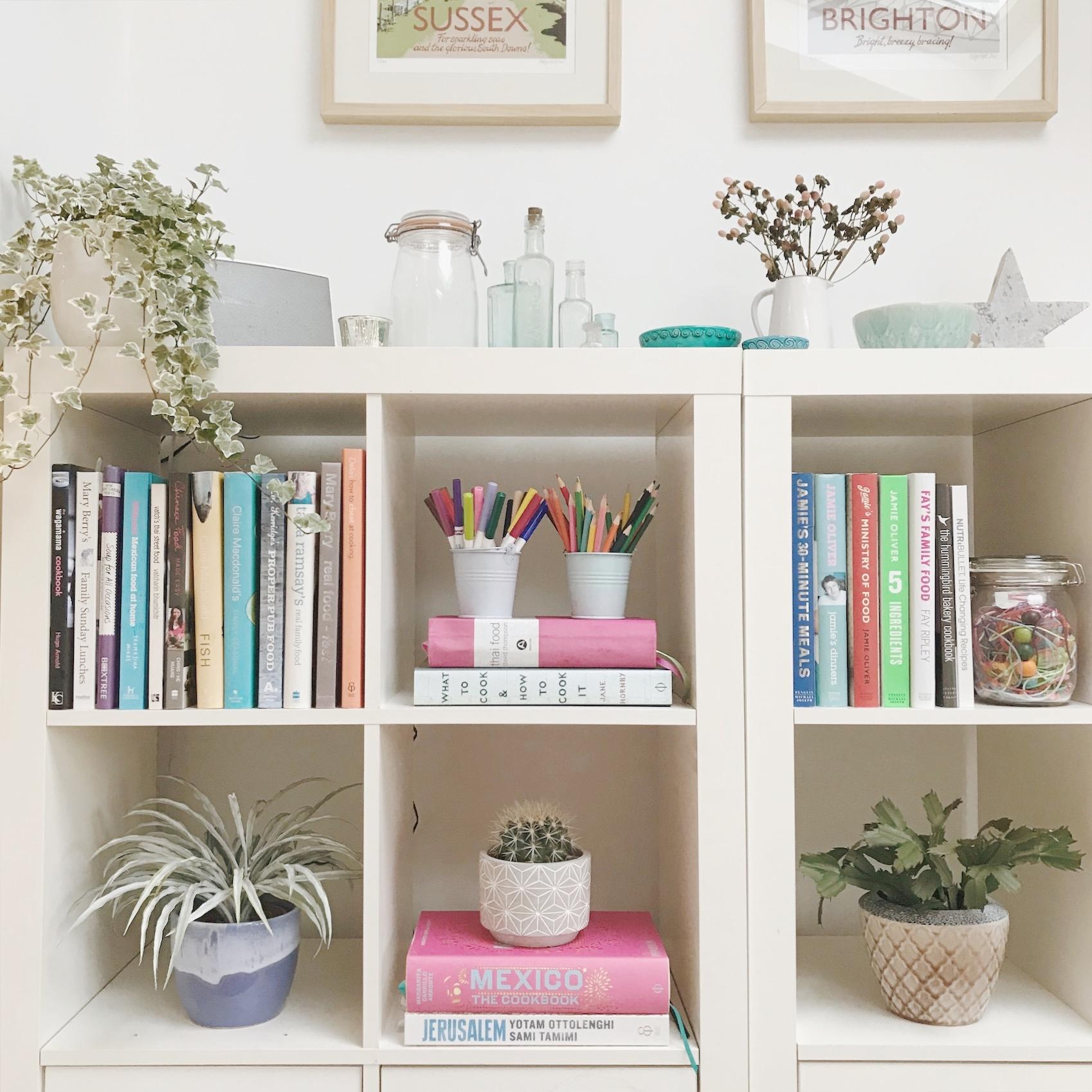 Displaying plants on shelving