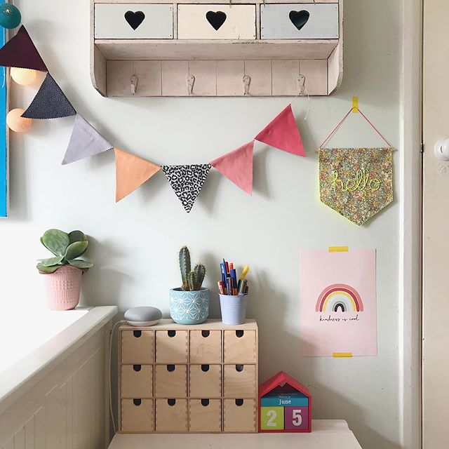 Evening all 👋🏻 It's proper Autumn now isn't it! 🍂 Woolly cardi and scarf season, yessss ☺️ I was thinking of doing some stories soon... is there anything you'd like to see? Thinking room tours of the kids rooms? 🤔 #kidsroom #childrensroom #inthekidsroom #bunting #kidsdecor #kidsroomaccessories #ikeakids #ikeakidsrooms #ikeaatmine #kidsdesk #kidswalldecor #kidsinteriors #interiorforkids #kidsinteriors_com #cornerofmykidsroom #kidsroominspo #kidsroomstyle #curatedchildhood #kidstyling #projectjunior #kidsathome #inthekidsroom #kidsinteriorlove #girlsroom #girlsroominspo #themagicofchildhood
