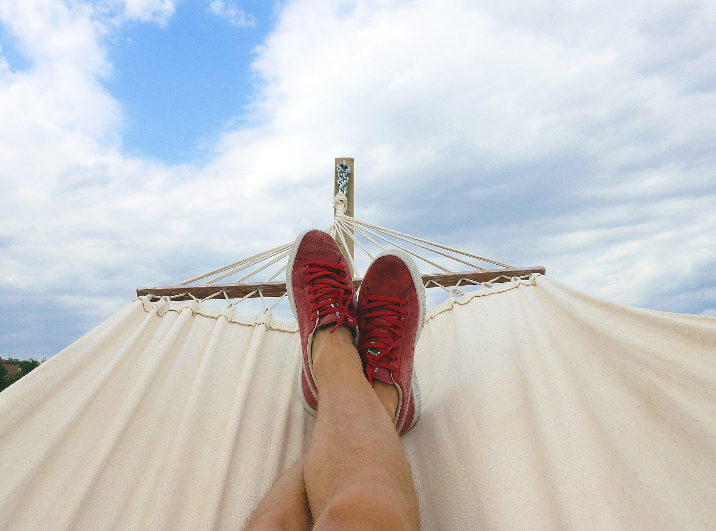clear-sky-daydreaming-hammock-914929.jpg