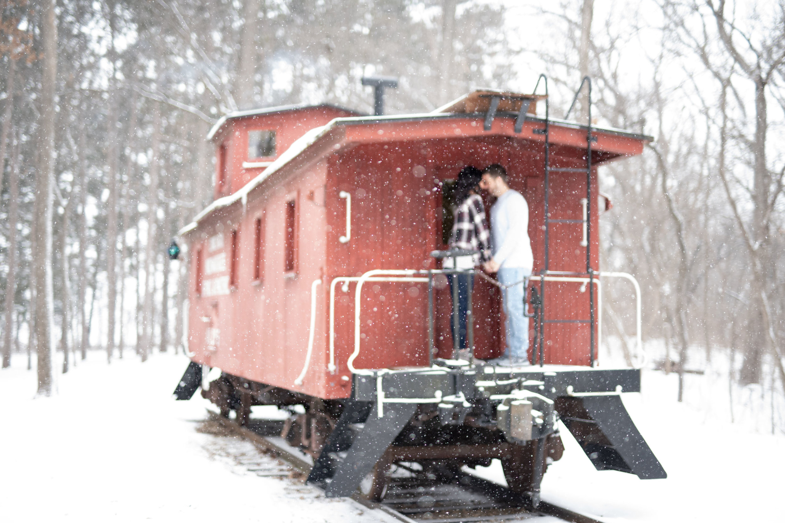 Wisconsin Wedding Photographer | Light and Airy Wedding Photographer | Light and Airy | Modern Bride | Wisconsin Bride | Engagement Photos | WI Bride | Winter Photoshoot