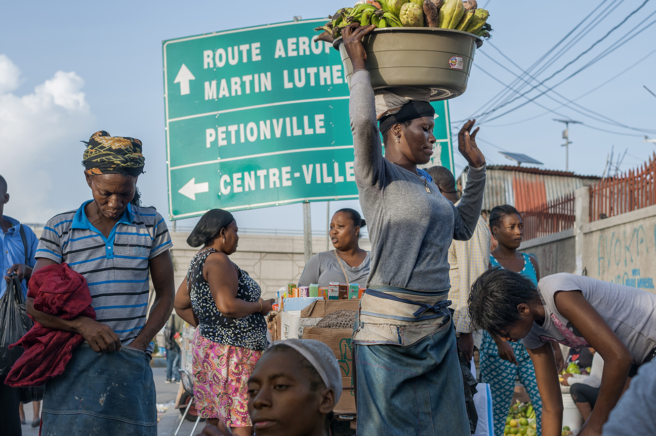 Vendors gather at the junction of streets named for Martin Luther King and for Haitian revolutionary Toussaint L'Ouverture. (Courtesy of Philomène Joseph / FotoKonbit)