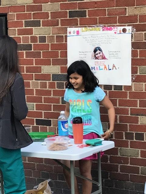 Anya holds a lemonade stand on Malala's 21st birthday. (Courtesy of Anya Sen)