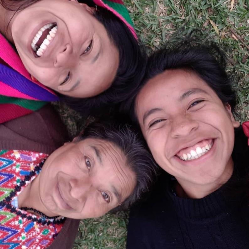 Sara, her mamá and abuela.