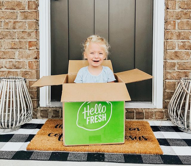 There's not much that makes me happier than @hellofresh arriving at my door step after a super busy week!! Taking the guess work out of what's for dinner on weeks like these is such a lifesaver🙌🏼 . We love that all of the @hellofresh meals are super easy to make and only take 30 minutes to prepare/cook which allows me to cook a nice meal for my family while not spending all night in the kitchen prepping! . . You can use code RBOMAR80 for $80 off your first month of @hellofresh! #ad #hellofreshpartner #getcooking #freshfriends #healthydinners #hellofresh