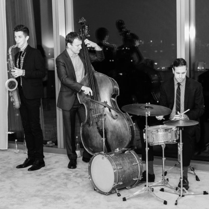 Street of Dreams Jazz Band   Timeless jazz standards and vintage swing  →  Book Street of Dreams  →  Learn More