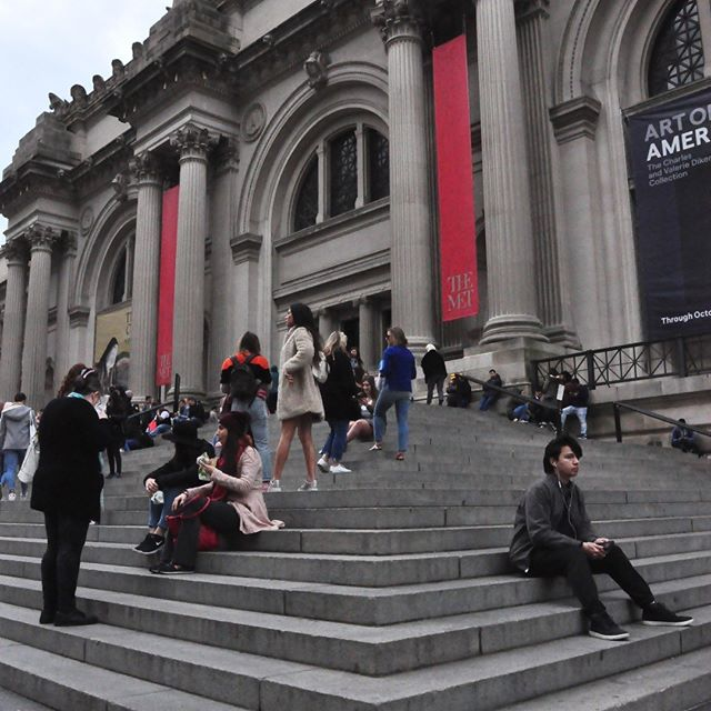 On the steps of the #met. The calm before the storm, a few days before the #metgala. #nyc #nycphotographer 📷: @future.lex