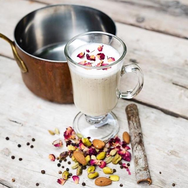 Happy Thursday! We love this recipe , chai spices and tiger nut milk are delicious  together. It is also good for gut health and great as a tonic to soothe inflamed guts. We are very excited to have discovered a new book Plant Milk Power that has just been published which has some delicious recipes for tiger nut milk. 🎉👏👏We were also super excited to also find out that we have been recommended as a great resource for buying your tiger nuts!😊 thank you  @plantmilkpower! 💚 ・・・ Day 6 of our countdown. Our book is being released on May 7th.  Our chai spiced tiger nut milk is the perfect way to kick start you Monday, leaving you both energised and calm for a productive week ahead.  No matter if you have planned a cosy, lazy day or and productive, chaotic bank holiday Monday, this delicious spiced milk will leave you feeling excited for your day off.  #tigernuts #chufa #tigernutmilk #plantmilkpower #homemade #dairyfree #glutenfree #eggless #vegan #vegetarian #paleo #goodguts #plantbased #plantpower #guthealth  #vegansofig #veganfood #raw #rawvegan #guthealth #tigernutmilk #horchata #highfibre #lowfodmap #aip #plantbased #plantbaseddiet #veggiepower #wholefood #healthy